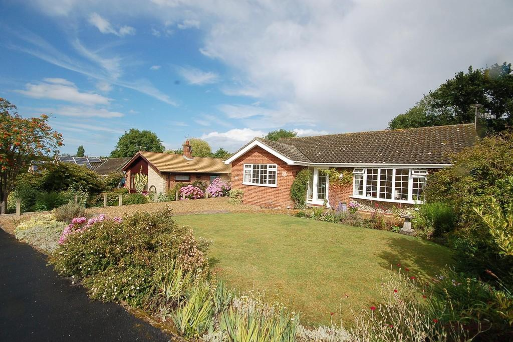 3 Bedrooms Detached Bungalow for sale in Renwick Park East, West Runton
