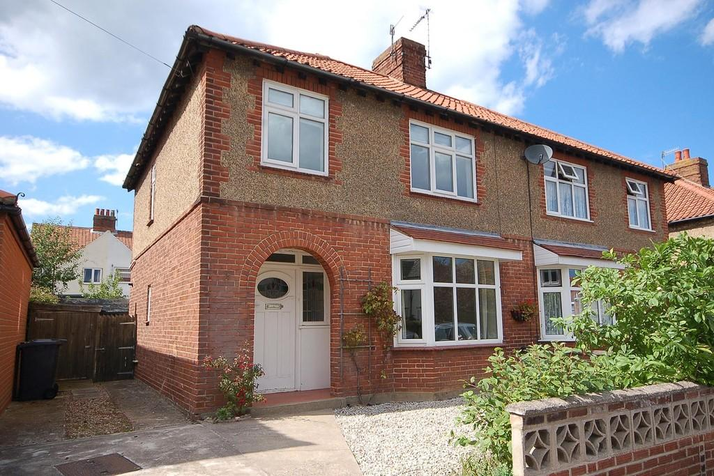 3 Bedrooms Semi Detached House for sale in Garden Road, Sheringham