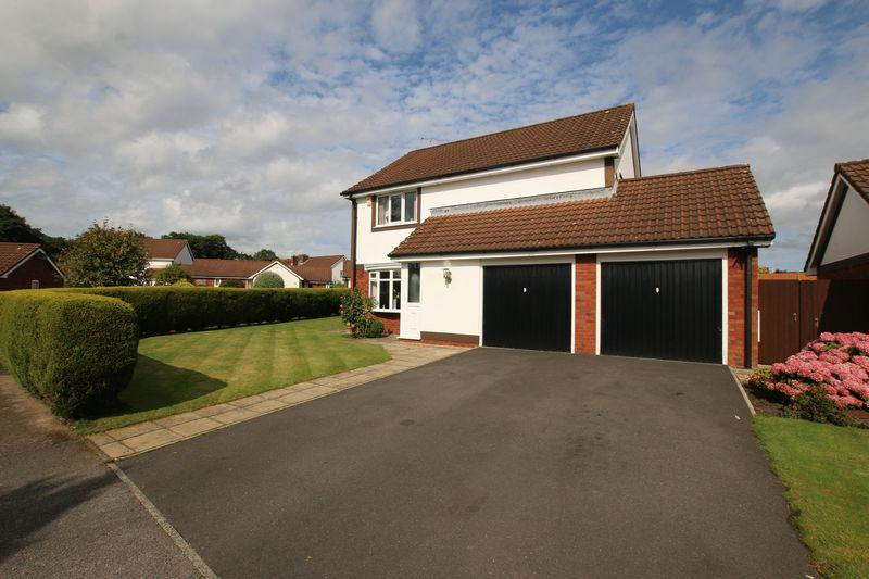 4 Bedrooms Detached House for sale in Bentley Park Road, Longton