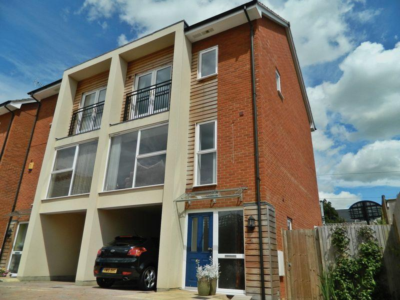 4 Bedrooms Semi Detached House for sale in Beaumont Mews, Flitwick