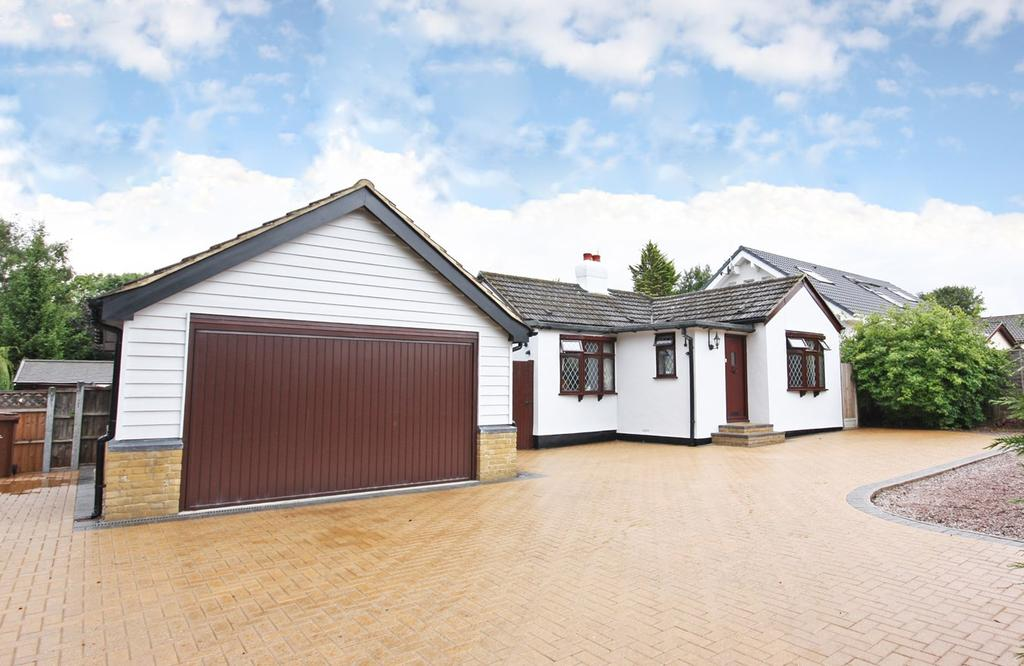 2 Bedrooms Detached Bungalow for sale in Foxes Grove, Hutton, Brentwood, CM13