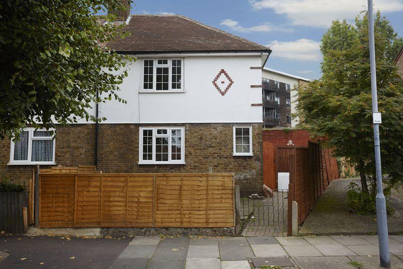3 Bedrooms End Of Terrace House for sale in Highcombe, Charlton