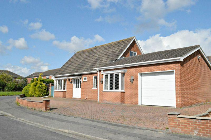 3 Bedrooms Detached Bungalow for sale in Larch Road, Cleethorpes