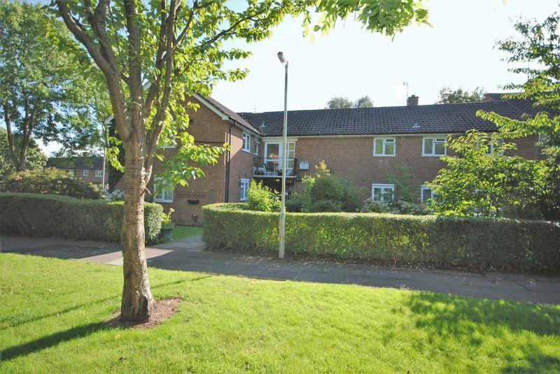2 Bedrooms Apartment Flat for sale in Moreton Road, Upton