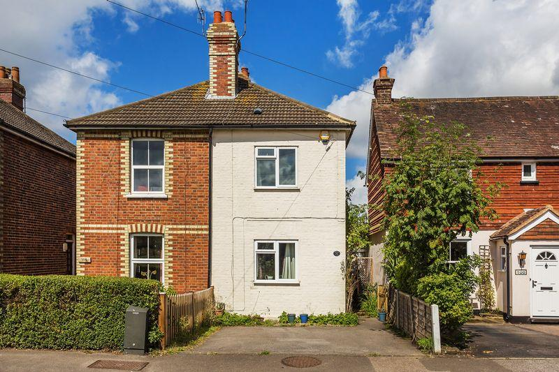 2 Bedrooms Semi Detached House for sale in Broad Street, Wood Street Village