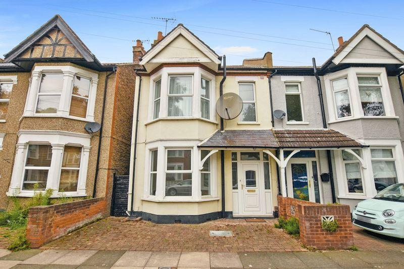 3 Bedrooms Semi Detached House for sale in St Marys Road, Southend-On-Sea