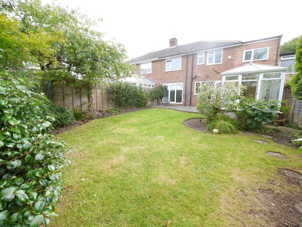 4 Bedrooms Semi Detached House for rent in Chapel Close