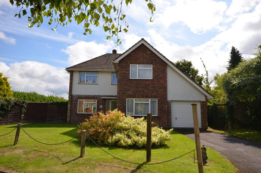 4 Bedrooms Detached House for sale in School Hill, Wrecclesham