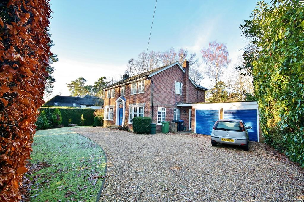 4 Bedrooms Detached House for sale in Hook Heath, Surrey