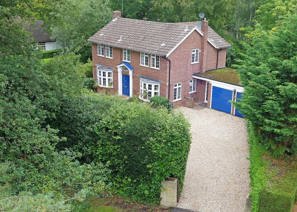 4 Bedrooms Detached House for sale in Hook Heath, Surrey