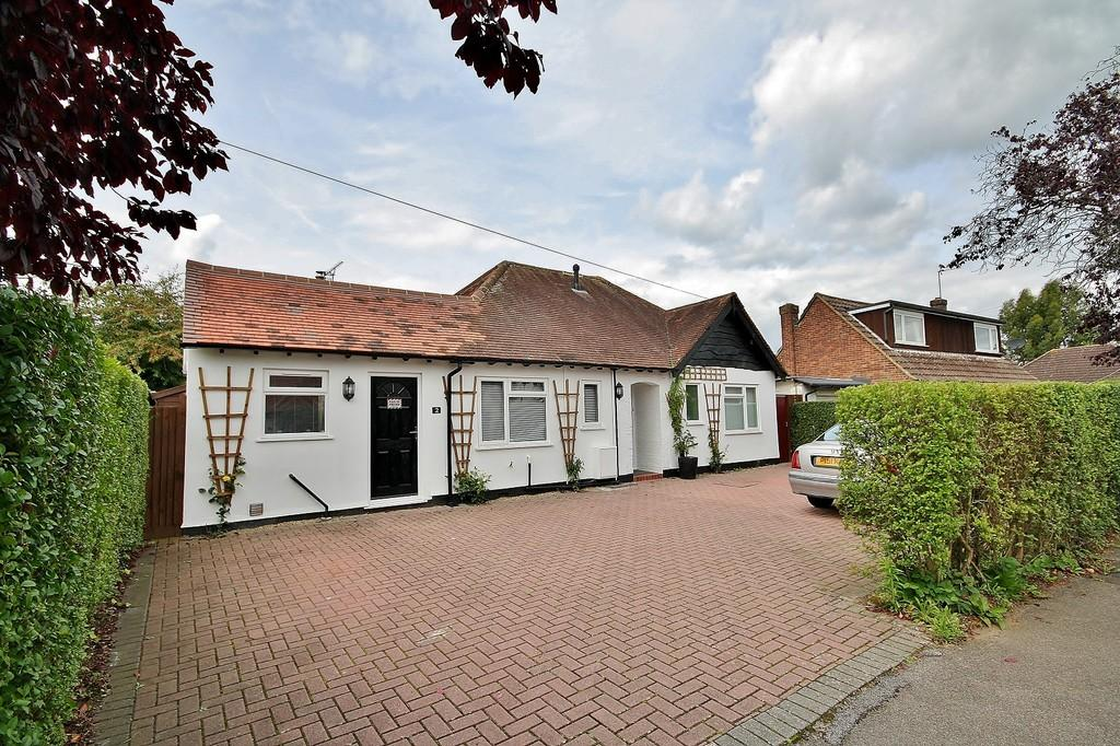 3 Bedrooms Detached Bungalow for sale in Westfield, Woking