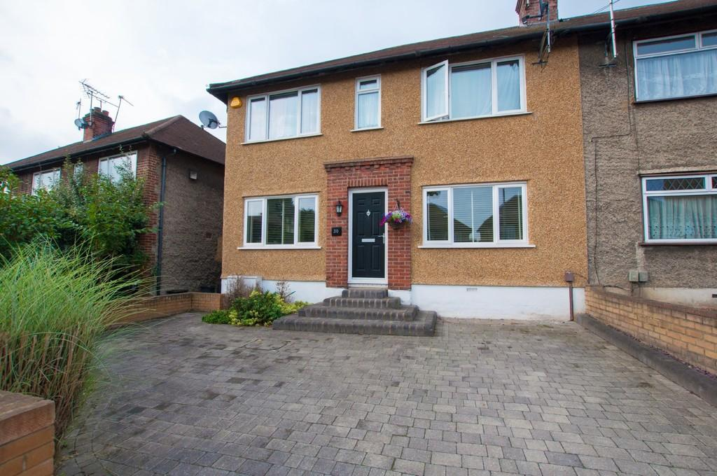 St Anthonys Avenue Woodford Green 2 Bed Apartment 1 400 Pcm 323 Pw