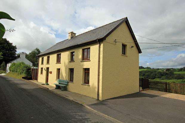 3 Bedrooms Detached House for sale in Maesycrugiau, Pencader, Carmarthenshire