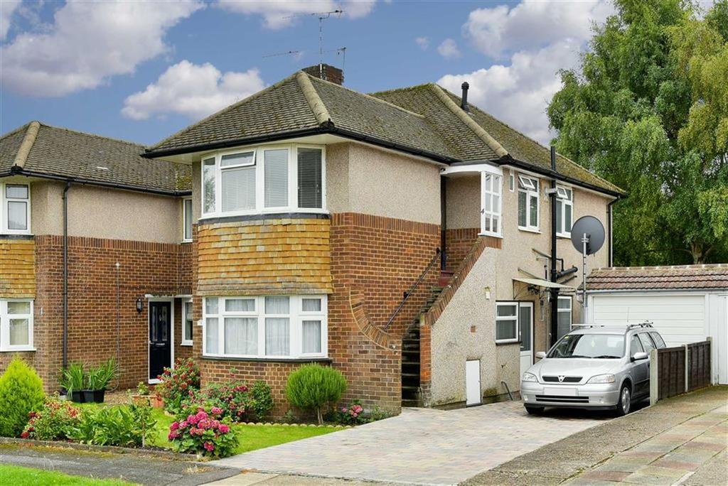 2 Bedrooms Maisonette Flat for sale in Willis Close, Epsom, Surrey