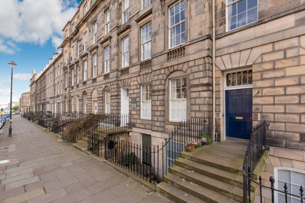 3 Bedrooms Flat for sale in 13/1 London Street, Edinburgh, EH3 6LZ