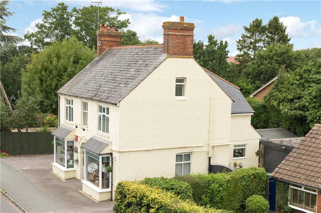 5 Bedrooms Unique Property for sale in Oxford Road, Stone, Aylesbury, Buckinghamshire