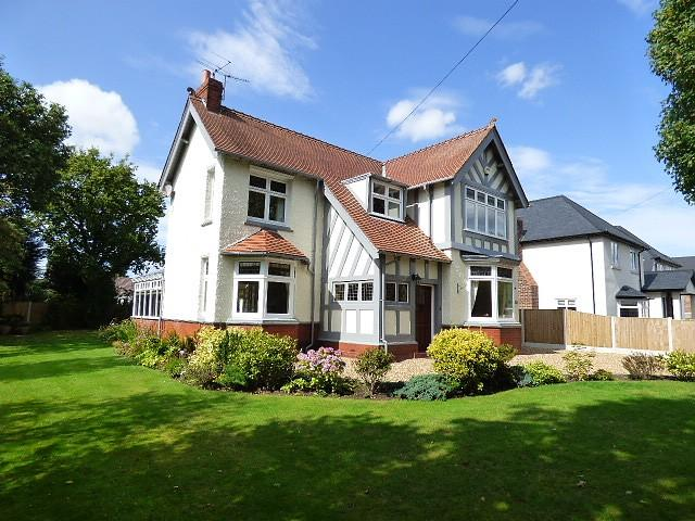 4 Bedrooms Detached House for sale in Hob Hey Lane, Culcheth, Warrington