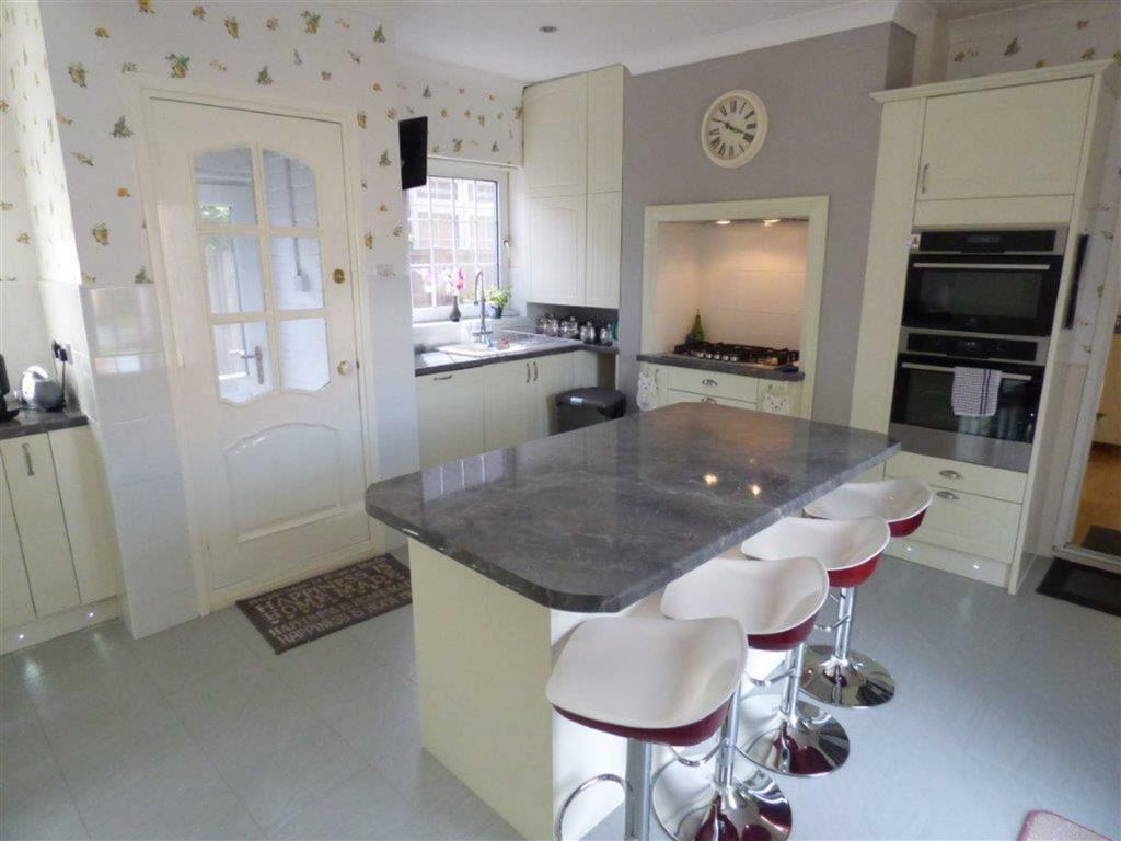 3 Bedrooms Detached Bungalow for sale in Thorn Road, Hedon, East Yorkshire, HU12