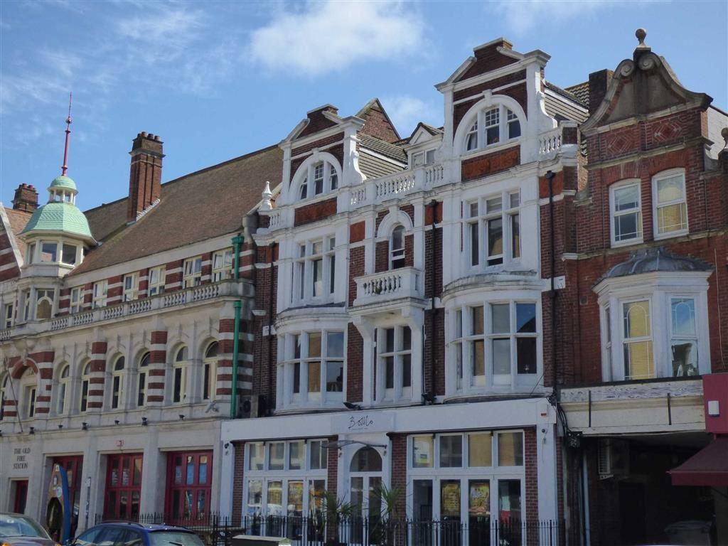 3 Bedrooms Flat for rent in Holdenhurst Road, Lansdowne, Bournemouth, Dorset, BH8