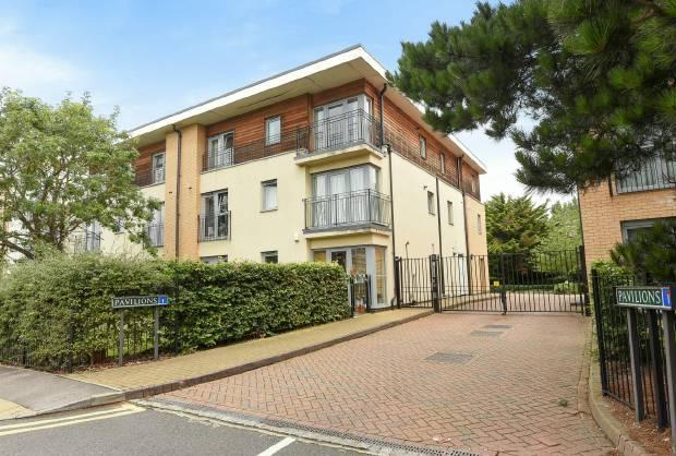 2 Bedrooms Flat for sale in Pavilions, Windsor