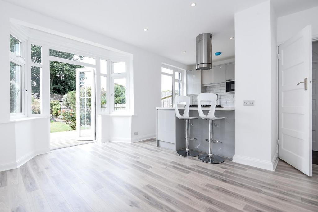 3 Bedrooms Terraced House for sale in Camborne Road, Morden