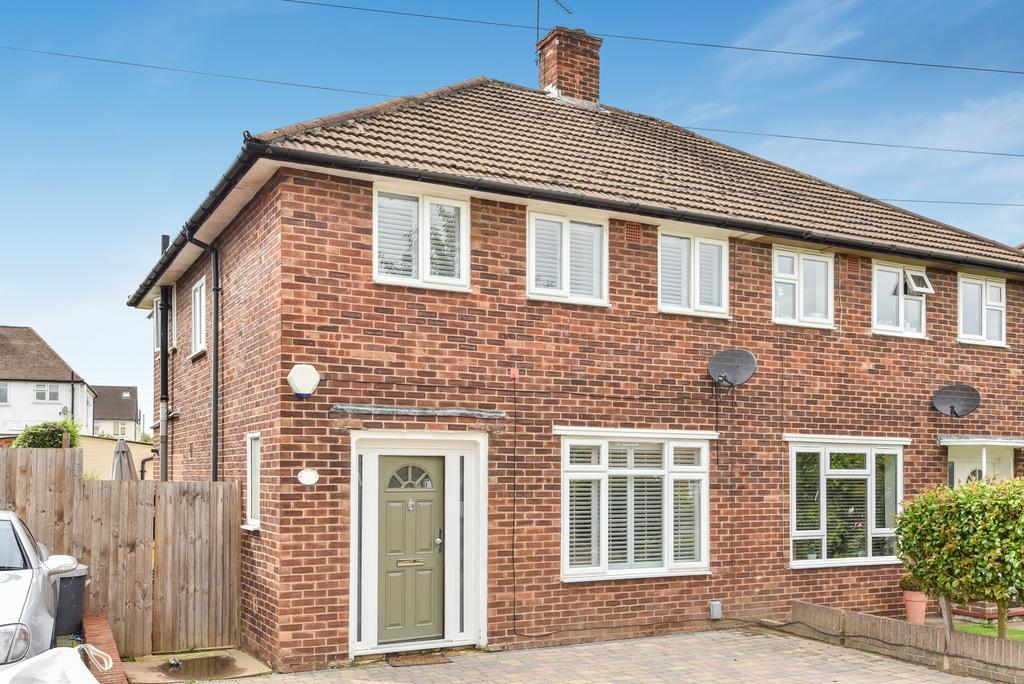 3 Bedrooms Semi Detached House for sale in Orchard Way Beckenham BR3