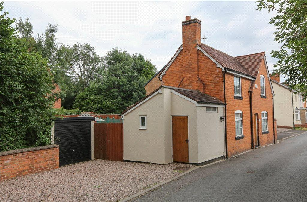 2 Bedrooms Detached House for sale in Ford Road, Bromsgrove, B61