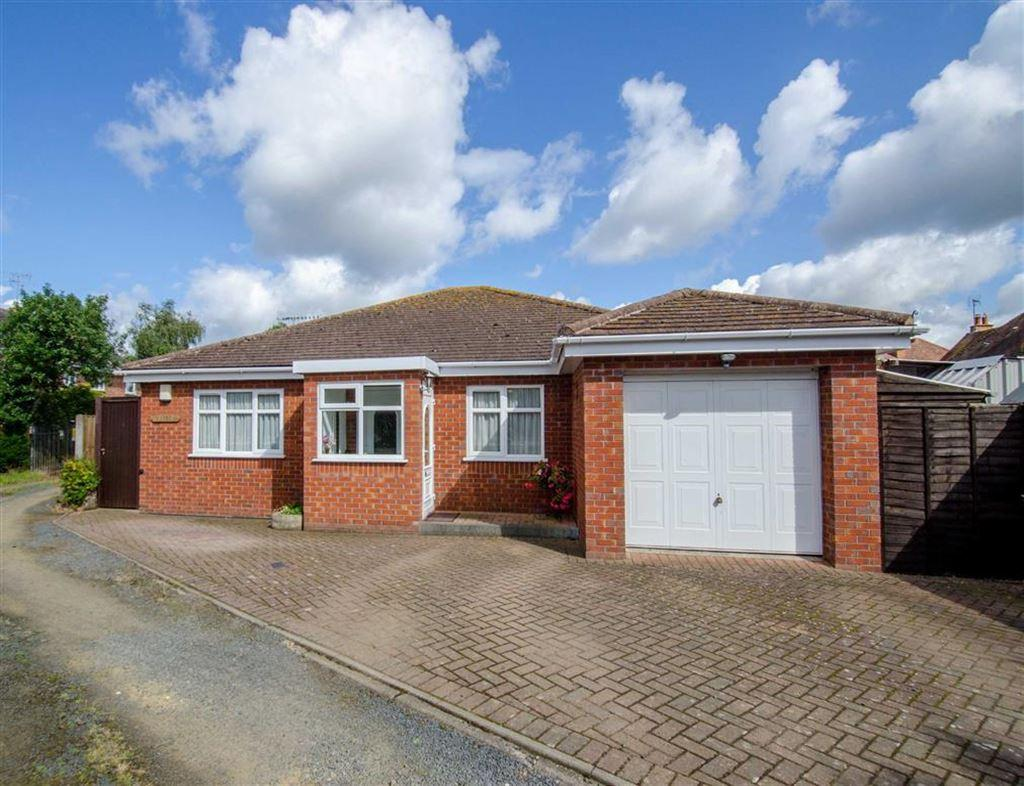 3 Bedrooms Bungalow for sale in Old Worcester Road, Hartlebury, DY11