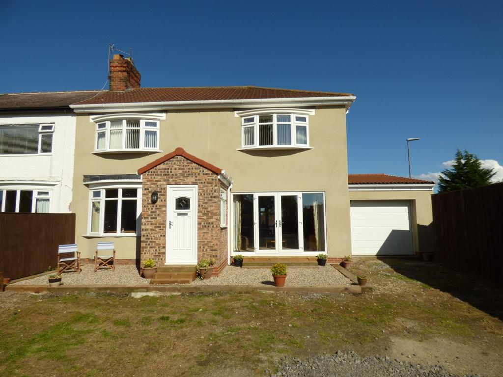 4 Bedrooms Terraced House for sale in Windsor Oval, Thornaby, Stockton-On-Tees, TS17