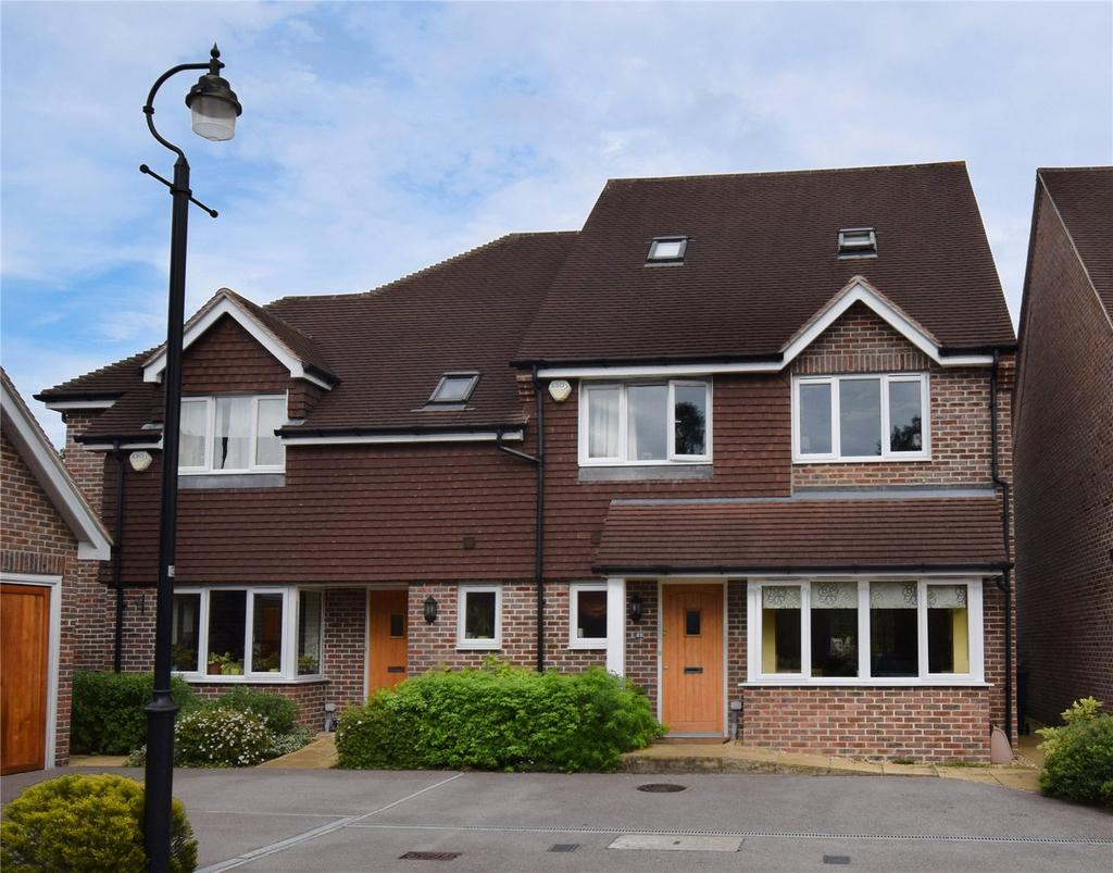 4 Bedrooms Semi Detached House for sale in Williamson Close, Mortimer, RG7