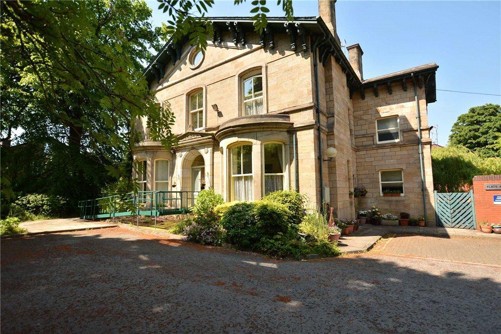 3 Bedrooms Semi Detached House for sale in Brodrick Court, Headingley, Leeds, West Yorkshire