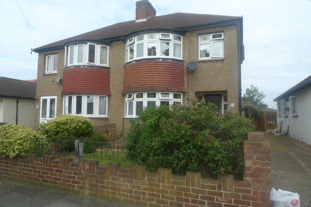 3 Bedrooms Semi Detached House for sale in Glasbrook Avenue, Whitton TW2