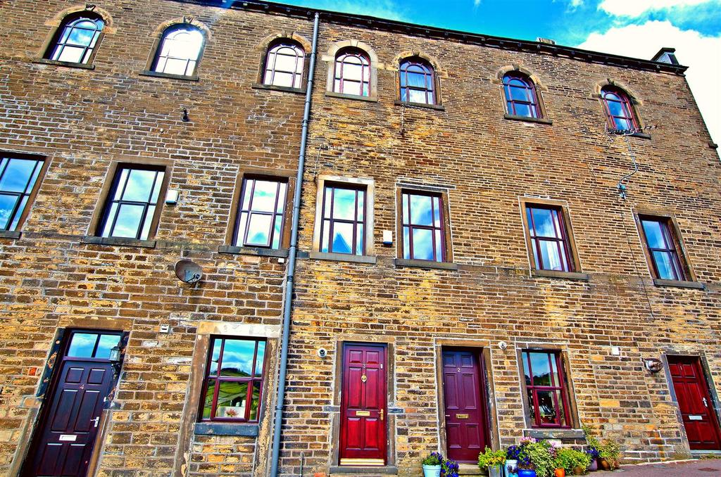 2 Bedrooms Town House for sale in Beestonley Lane, Stainland