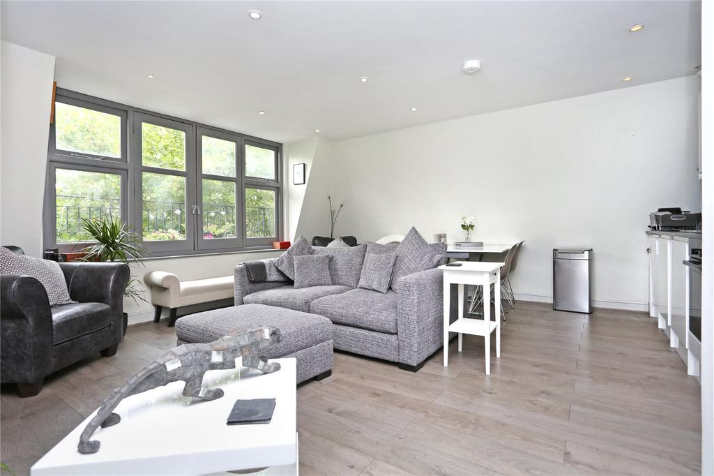2 Bedrooms Flat for sale in Chiswick High Road, London