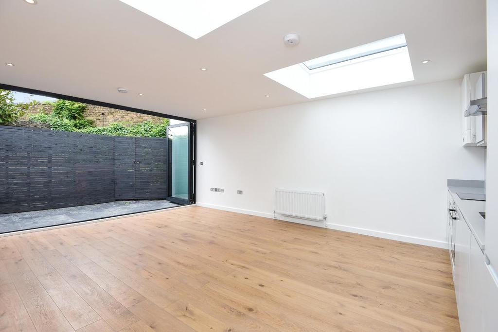 2 Bedrooms Flat for sale in Garratt Lane, Earlsfield