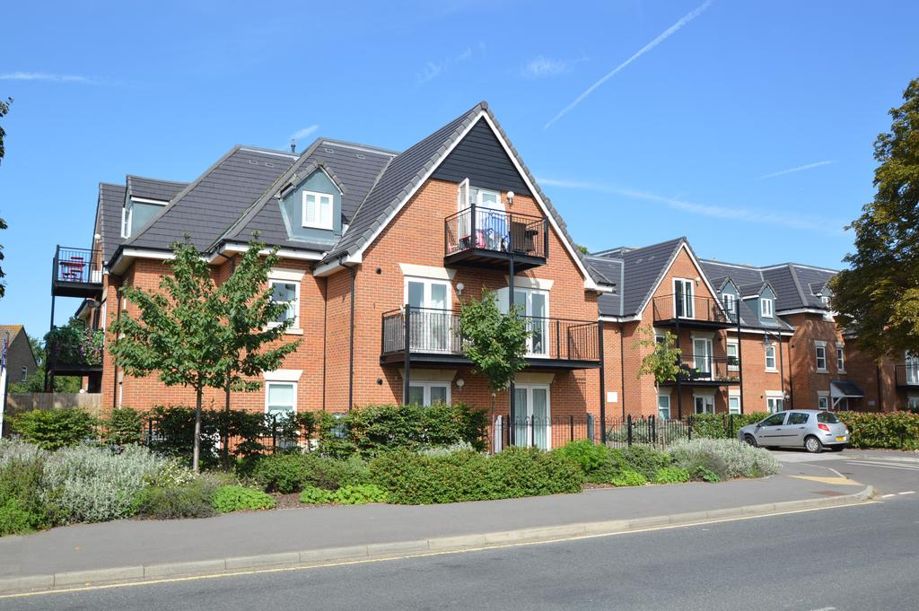 2 Bedrooms Apartment Flat for sale in Willow House, Greenwood Place, HERSHAM, WALTON ON THAMES KT12