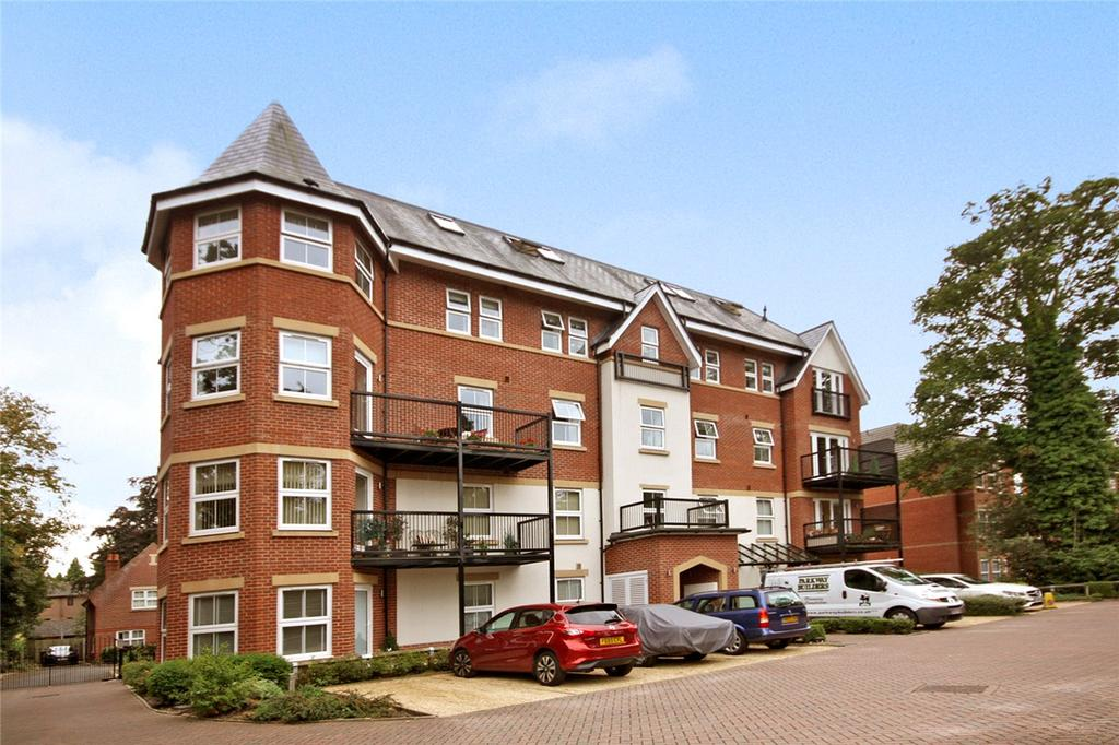 2 Bedrooms Flat for sale in Hampton Lodge, 23 Poole Road, Bournemouth, Dorset, BH4