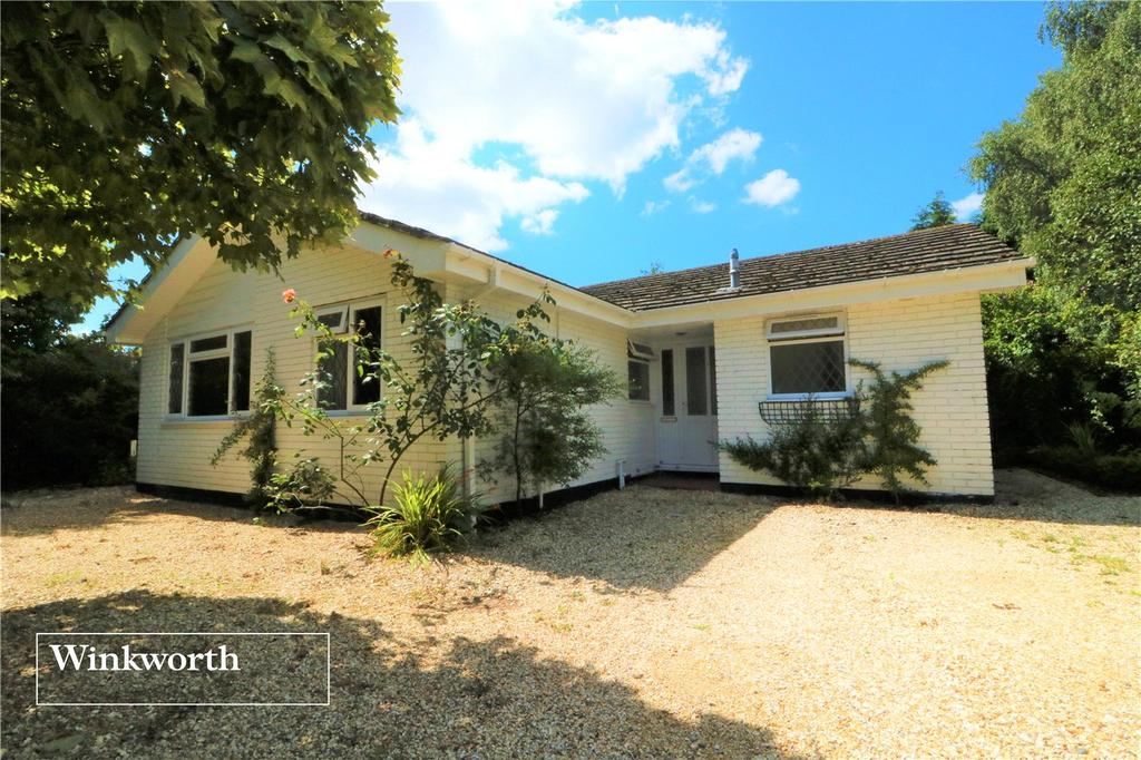 3 Bedrooms Detached Bungalow for sale in Gilpin Hill, Sway, Lymington, Hampshire, SO41