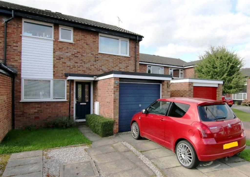 3 Bedrooms Semi Detached House for sale in Primrose Close, Huntington