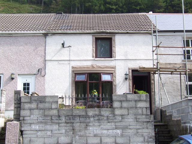 2 Bedrooms Terraced House for sale in 3 Twyn y Pandy, Pontrhydyfen, Port Talbot