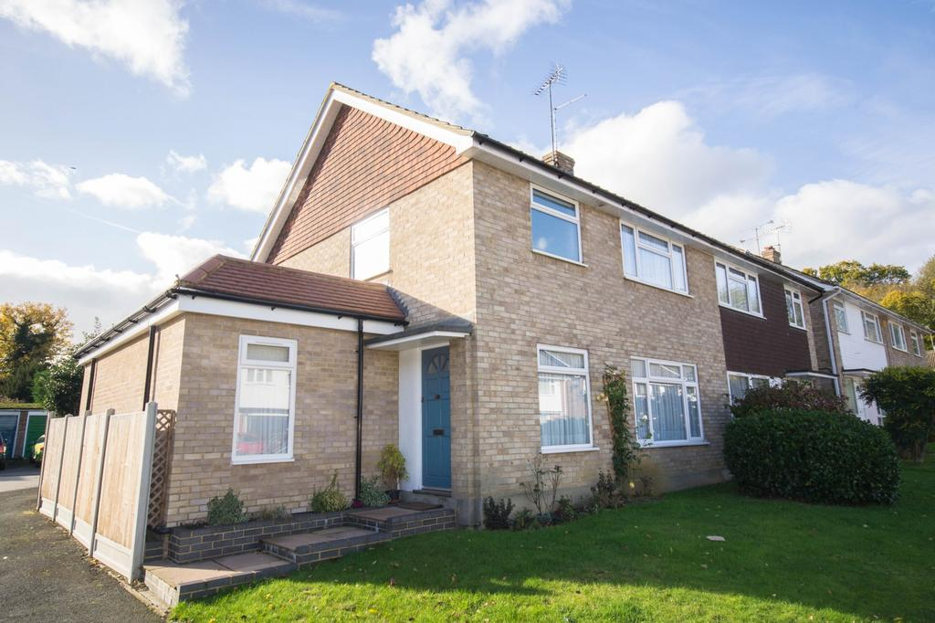 3 Bedrooms Semi Detached House for sale in Paglesfield, Hutton, Brentwood, Essex, CM13