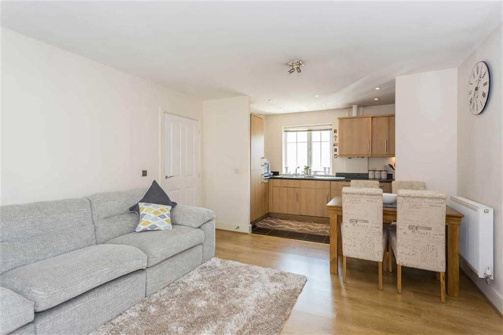 2 Bedrooms Apartment Flat for sale in Coleridge Drive, Ruislip, Middlesex