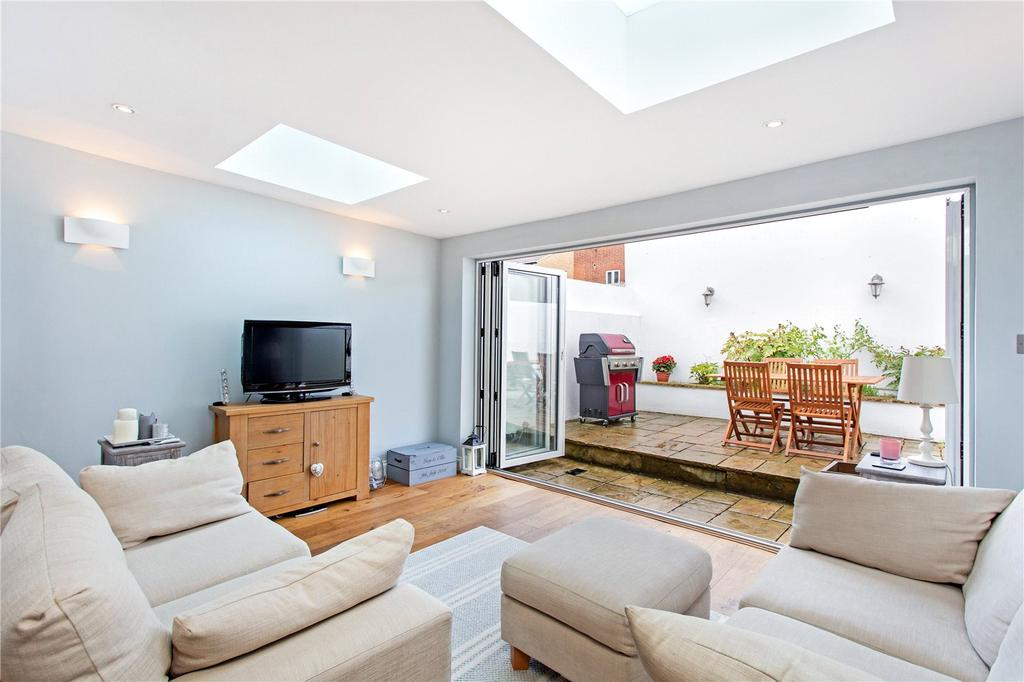 2 Bedrooms Flat for sale in Nelson Road, South Wimbledon, London, SW19