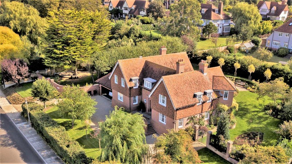 5 Bedrooms Detached House for sale in First Avenue, Frinton-On-Sea