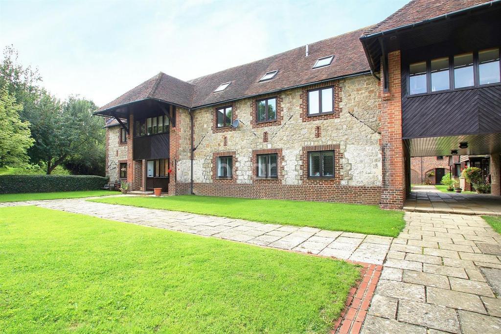 2 Bedrooms Flat for sale in Somerfield Barn Court, Main Road, Sellindge