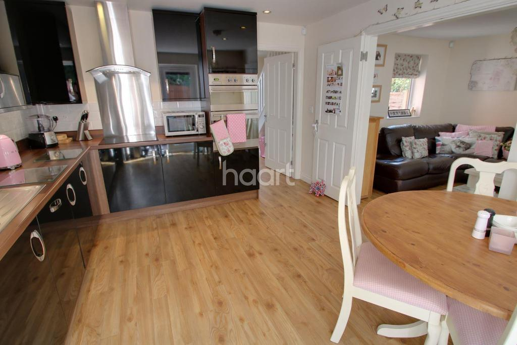 3 Bedrooms Detached House for sale in Fairview Avenue, Whetstone, Leicester