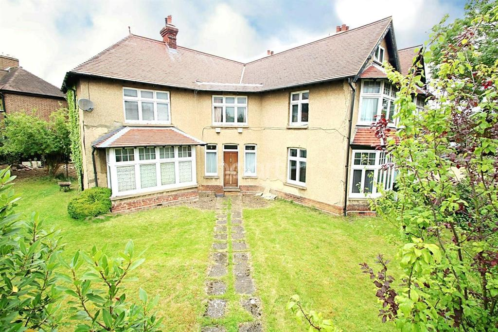 4 Bedrooms Semi Detached House for sale in Highworth Avenue, Cambridge