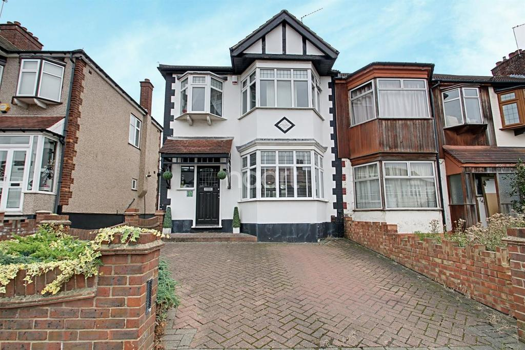 3 Bedrooms Semi Detached House for sale in Stanley Avenue, Gidea Park