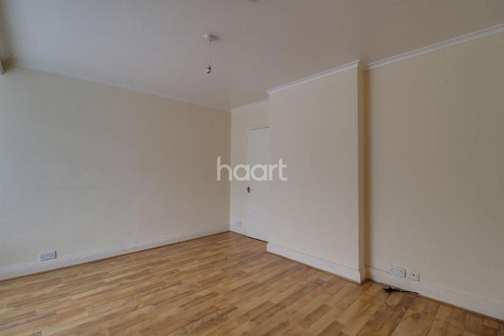3 Bedrooms Terraced House for sale in Second Avenue