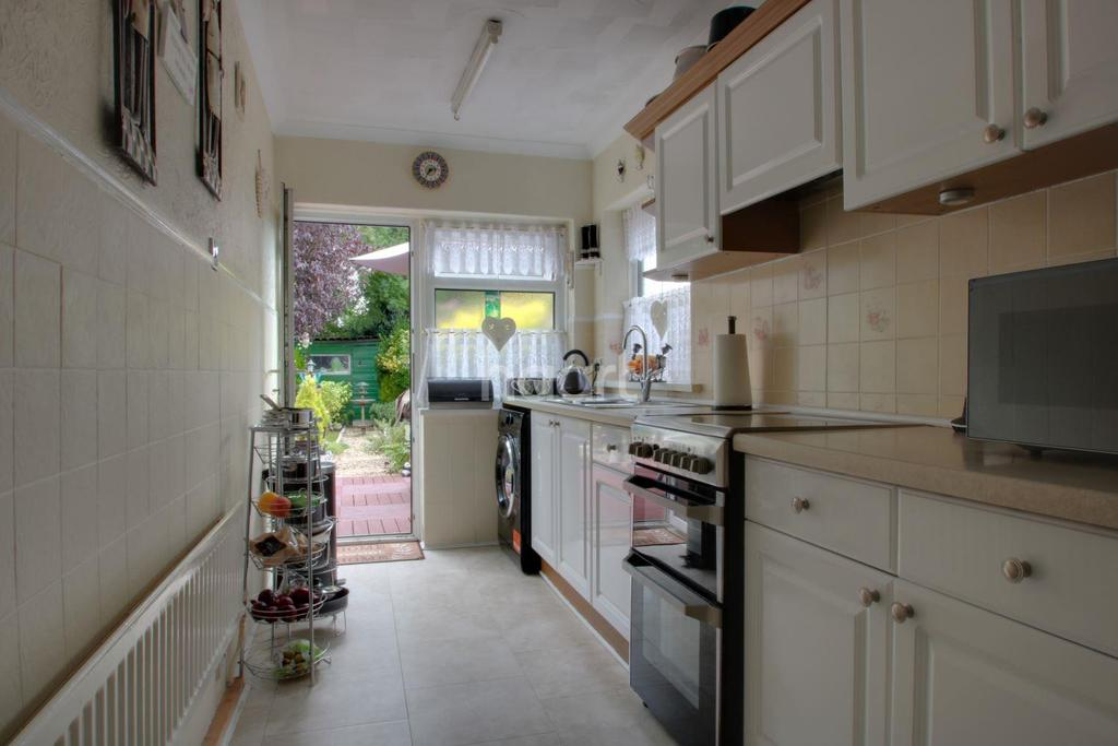 3 Bedrooms Terraced House for sale in Thompson Avenue, Liswerry, Newport